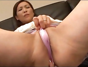 Asian;Fingering;Masturbation;Japanese;MILFs Japanese mommy...